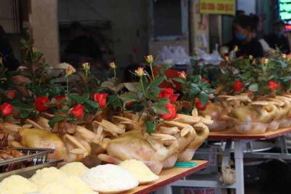 Sắm lễ Rằm tháng Giêng ở 'chợ nhà giàu' phố cổ Hà Nội