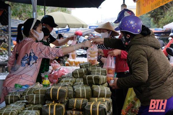 Sôi động chợ Rằm tháng Giêng