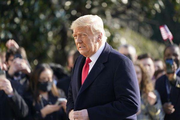 Ông Trump bị đòi tiền phạt