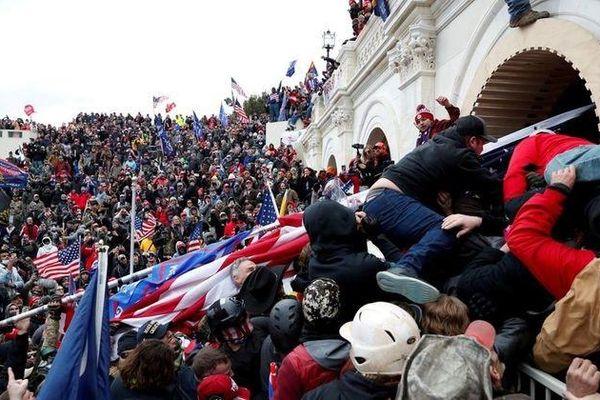 300 người bị truy tố sau vụ bạo loạn ở Điện Capitol