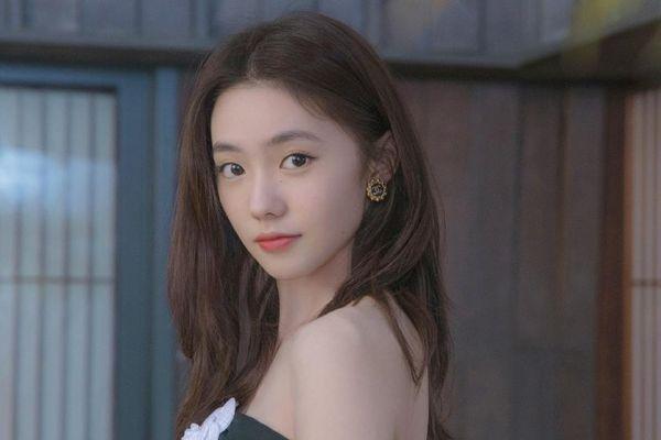 Mưu nữ lang trẻ nhất showbiz Trung Quốc liên tiếp vướng thị phi
