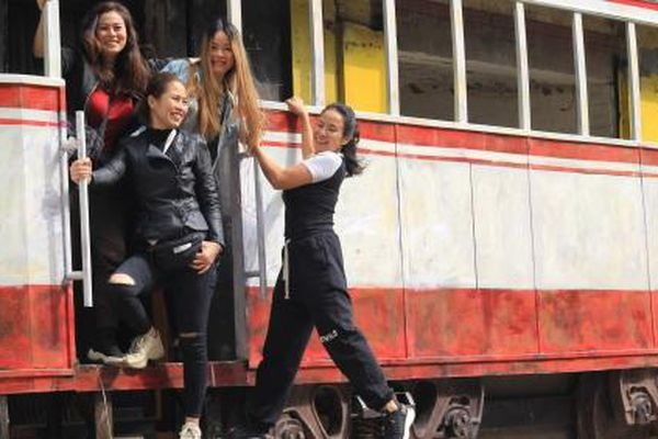 Ai muốn 'đi' tàu điện Hà Nội, đến ngay phố Đào Duy Từ