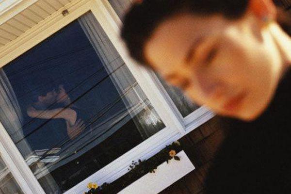 Gái xinh sốc nặng phát hiện chồng chưa cưới chia tay người yêu cũ theo cách này