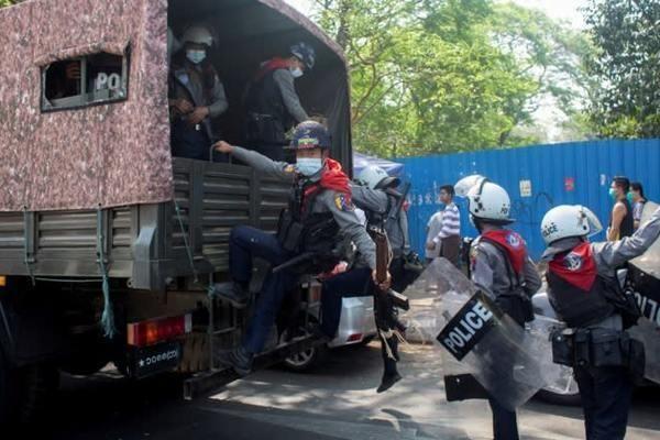 Dân Myanmar tiếp tục biểu tình bất chấp bị trấn áp mạnh tay