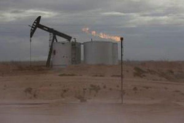 Giá dầu tăng sau khi Hạ viện Mỹ phê chuẩn gói kích thích kinh tế