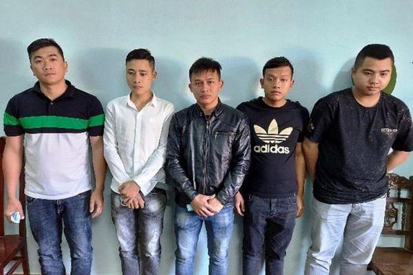 Quảng Nam: Không khởi tố nhóm người mang mã tấu lên xe hành hung tài xế