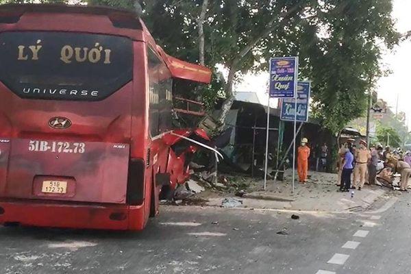 Xe khách va chạm xe đạp, 3 người tử vong, 4 người bị thương