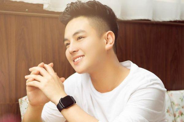 Cựu sinh viên Đại học kiểm sát Hà Nội có ngoại hình chẳng kém hotboy với nụ cười tỏa nắng