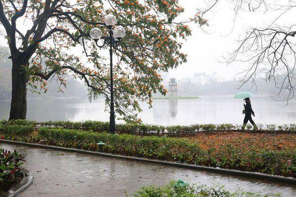 Hồ Gươm đẹp lãng mạn trong sương sớm