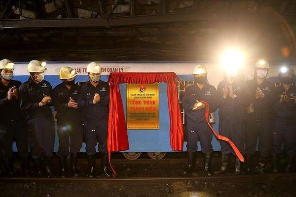 Đoàn Than Quảng Ninh tổ chức gắn biển công trình 'Đoàn tàu Thanh niên'