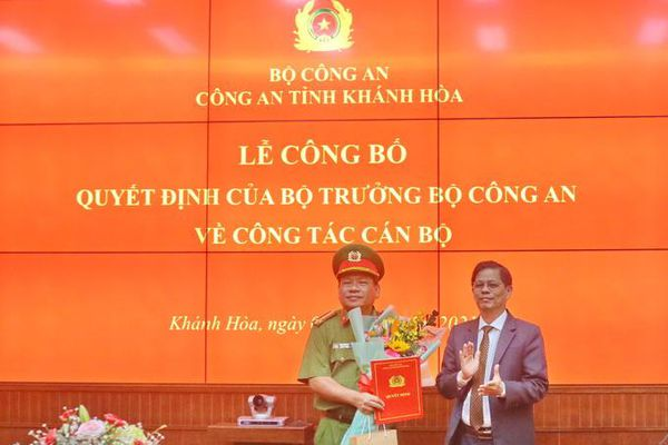Công bố quyết định nghỉ công tác chờ hưu đối với Đại tá Võ Văn Dũng - Phó Giám đốc Công an tỉnh Khánh Hòa