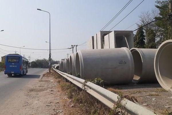 Đồng Nai: Cống bê tông xếp lớp trên hành lang an toàn đường bộ