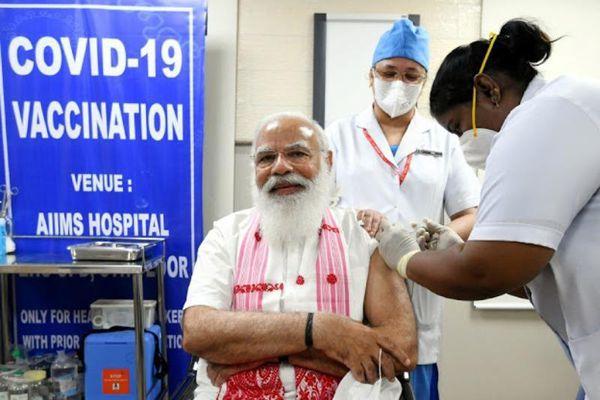 Thủ tướng Ấn Độ tiêm chủng vaccine COVID-19 nội địa