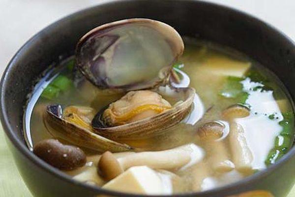 Canh miso nấu ngao cho bữa tối nhanh gọn, đủ chất, lại chẳng sợ béo