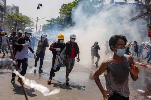Tình hình Myanmar: Người biểu tình tiếp tục xuống đường, Thái Lan tuyên bố lập trường