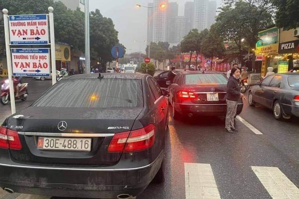 Tạm giữ một phương tiện vụ hai ô tô Mercedes Benz cùng biển số