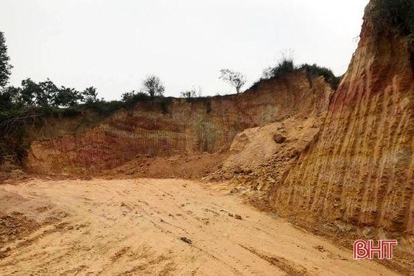 Xử phạt doanh nghiệp sử dụng đất làm đường trái phép ở Hương Khê