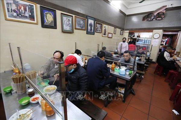 Hà Nội: Nhà hàng ăn, cà phê trong nhà mở cửa trở lại từ 0 giờ ngày 2/3