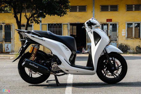Biker TP.HCM chi hơn 200 triệu đồng độ xe ga Honda SH 150i