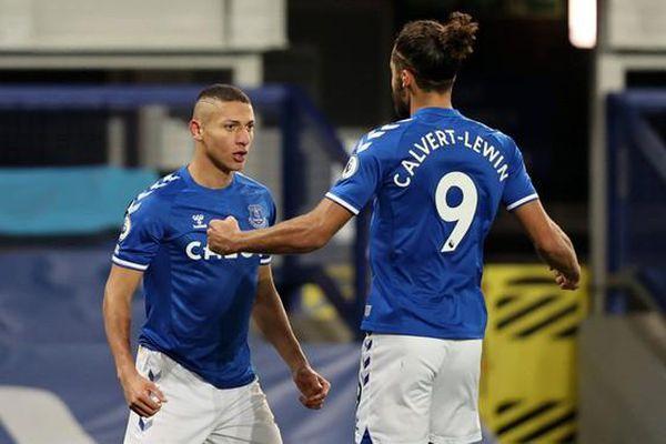 Everton áp sát tốp 4