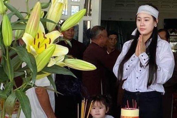 Vợ Vân Quang Long nhận 113 triệu đồng ủng hộ từ Hàn Thái Tú
