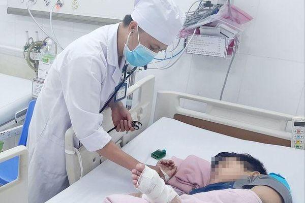 Mắc bệnh hiếm gặp, một bé trai 9 tuổi nguy kịch
