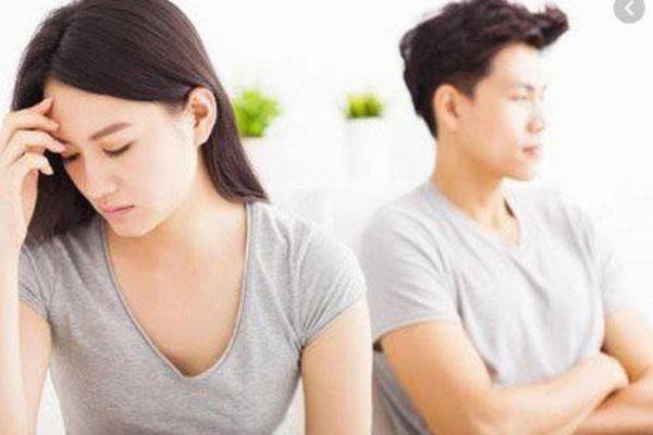 Dứt khoát ly hôn khi biết chồng cặp bồ với người yêu cũ