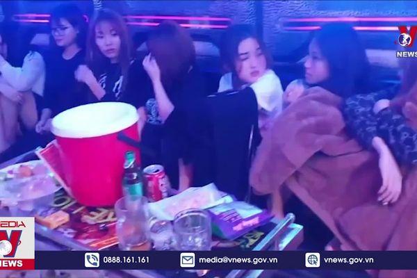 Bắt 24 thanh niên 'bay lắc' tại quán karaoke