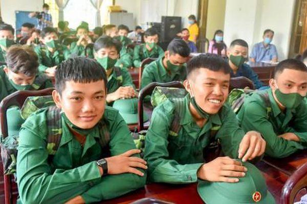 Thanh niên Cần Thơ hăng hái lên đường nhập ngũ