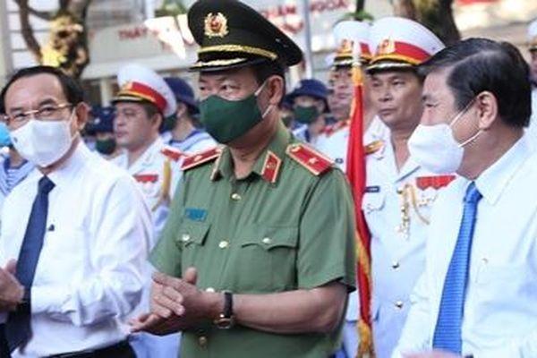 Thứ trưởng Lê Tấn Tới dự lễ giao, nhận quân tại TP Hồ Chí Minh và Long An