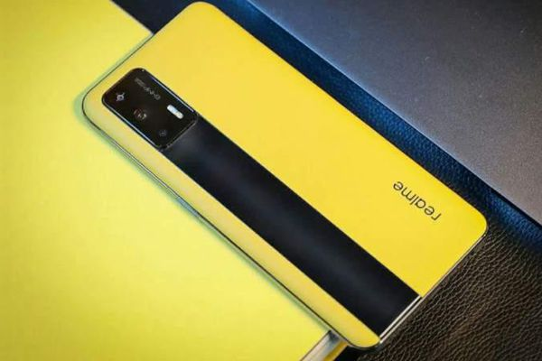 Smartphone Realme dùng chip Snapdragon 888, giá 430 USD