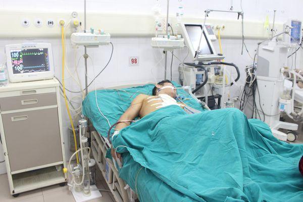 Xuyên đêm cứu người đàn ông bị vết thương thấu tim