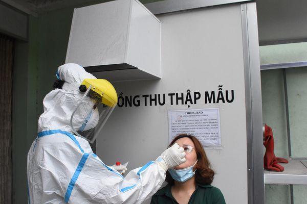 Đà Nẵng xét nghiệm SARS-CoV-2 cho tuyến đầu chống dịch