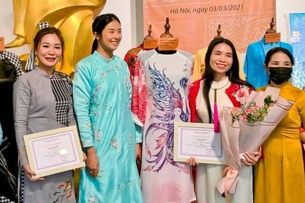Nhà thiết kế Huệ Thi hiến tặng áo dài 'Đờn ca tài tử Nam Bộ' đến Bảo tàng Phụ nữ Việt Nam