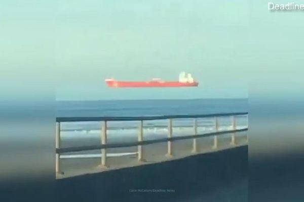 Tàu biển 'bay' xuất hiện khiến nhiều người sửng sốt tại Scotland