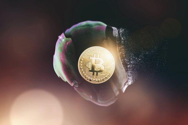 Giá Bitcoin và cổ phiếu cùng lao dốc