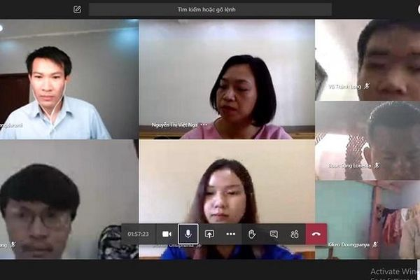 Bảo vệ tốt nghiệp trực tuyến: Nhất cử lưỡng tiện