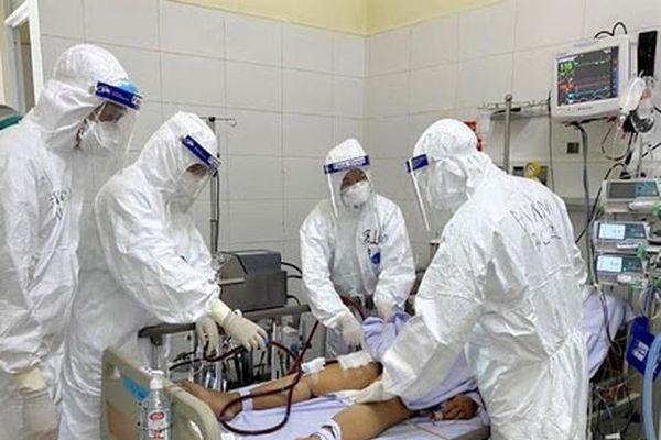 Bộ Y tế thông tin ca mắc COVID-19 nguy kịch, xét nghiệm nhiều lần âm tính rồi dương tính