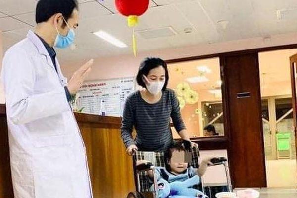 Bé gái rơi từ tầng 12A chung cư ra viện sau 5 ngày điều trị
