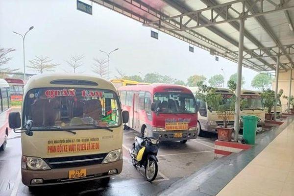 Nghệ An: Hàng loạt xe khách 'bãi bến' phản đối xe dù vượt tuyến