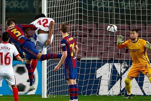 Pique vừa 'cứu rỗi' Barca, phải nghỉ 2-3 tuần vì chấn thương