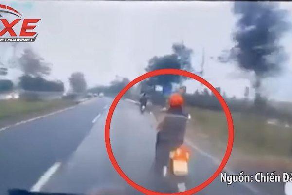 Khoảnh khắc hãi hùng ô tô 'điên' đâm 3 người thương vong ở Hà Nội