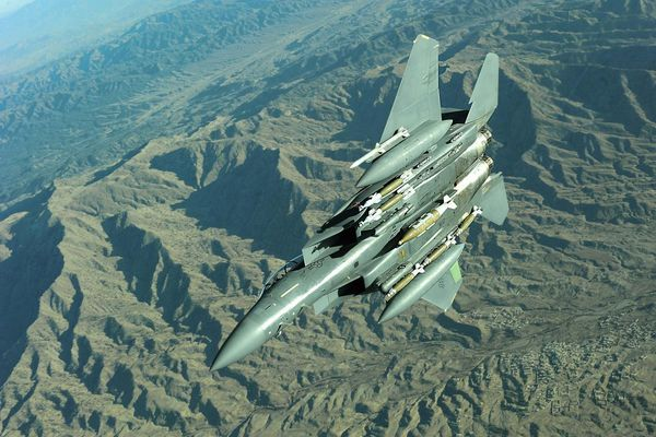 'Đại bàng chiến' F-15E của Mỹ sắp đảm nhận vai trò kép: Vừa chiến đấu, vừa tiếp vận