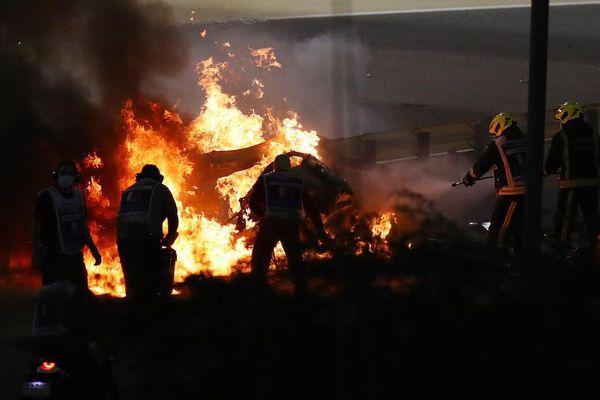 Chiếc F1 của đội Haas bị cháy và COVID-19