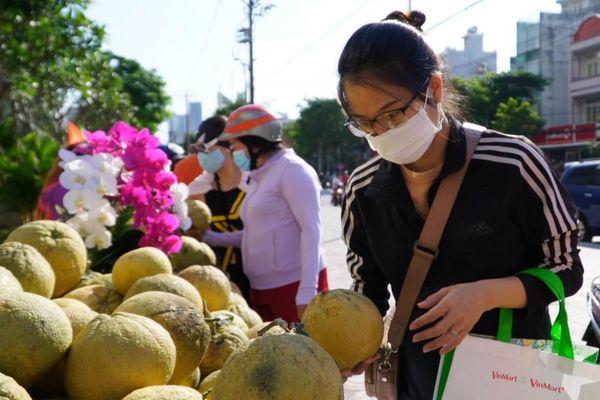 Người dân TP.HCM giải cứu bưởi Đồng Nai