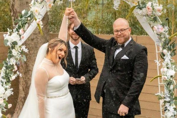 Đám cưới nở rộ giữa bão tuyết lịch sử ở Texas
