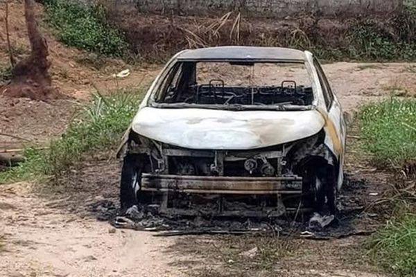 Bắt khẩn cấp nghi phạm chém 2 người rồi phóng hỏa đốt ô tô