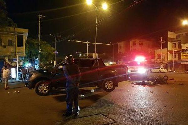 Đà Nẵng: Xe máy va chạm xe bán tải, 3 người thương vong