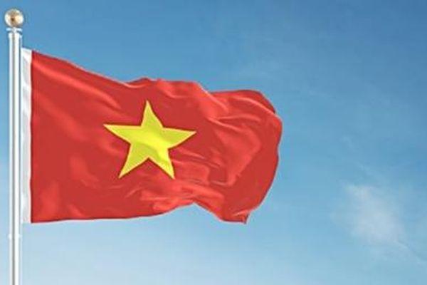 Treo cờ Tổ quốc thể hiện lòng yêu nước