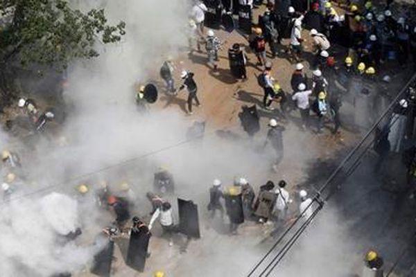 Myanmar tiếp tục 'nóng': Đặc phái viên LHQ kêu gọi hành động khẩn cấp